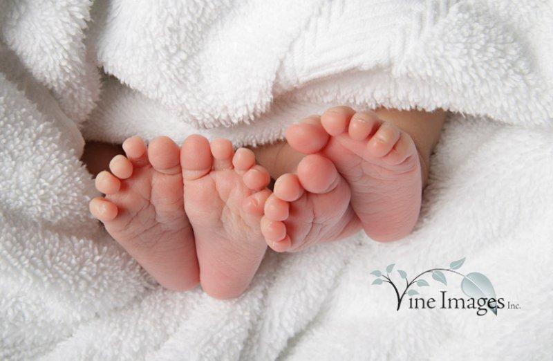 Поздравительные открытки с новорожденными двойняшками